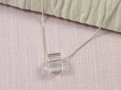 simply-glass-necklace