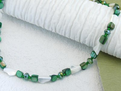 emerald-shimmer-a-shine-necklace