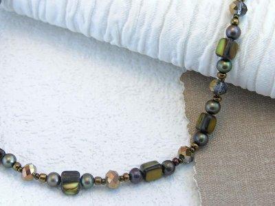 golden-shimmer-a-shine-necklace