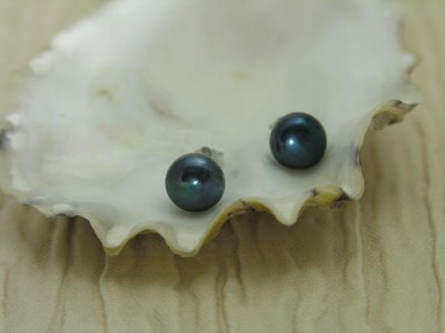 blue-pearl-button-earrings