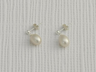 white-pearl-drop-earrings